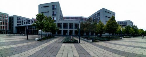Das Bild zeigt das Justizzentrum Wiesbaden in dem das Arbeitsgericht Wiesbaden seinen Sitz hat