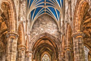 BAG: Mehr als ein einfacher Verweis auf kirchliche Arbeitsrechtsregelung erforderlich